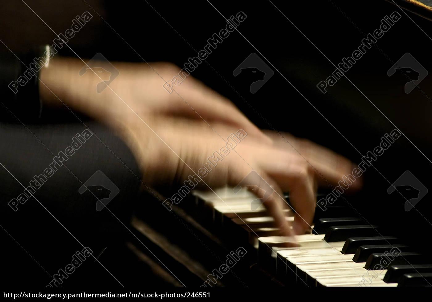 piano, player - 246551