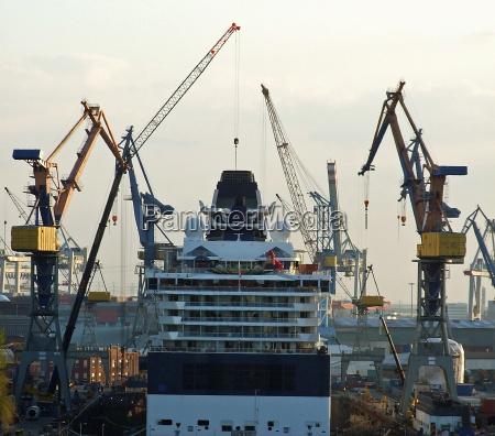 dockyard hamburg cruiser crane