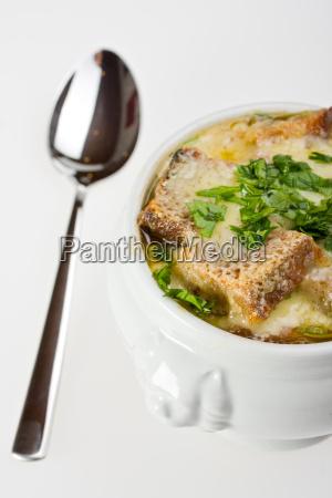 zwiebelsuppe mit kaese ueberbacken