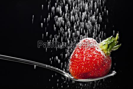 icing, sugar, falling, on, a, strawberry - 2092411