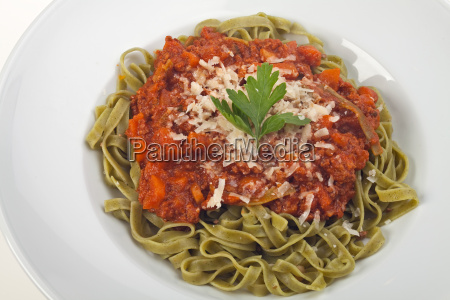 tagliatelle mit sauce bolognese in weissem