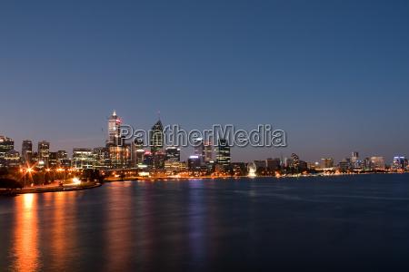 perth skyline bei nacht