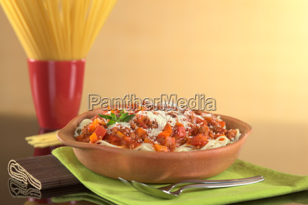 spaghetti bolognaise with grated cheese