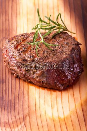 steak vom grill mit rosmarin