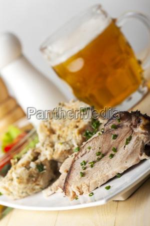 schweinebraten und semmelknoedel