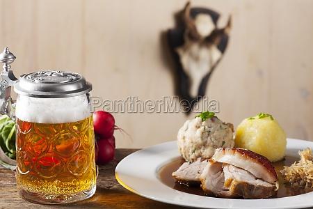 bayerischer schweinebraten mit bier