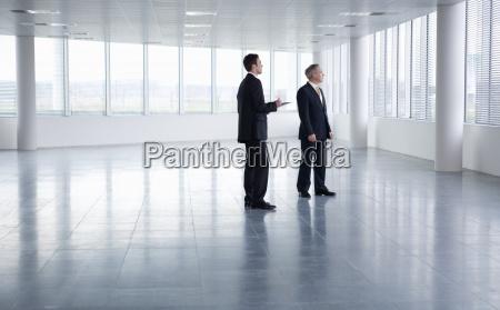 movimento em movimento escritorio homens homem