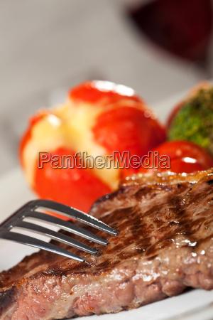 gabel auf ein steak vom grill