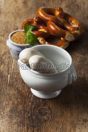 bayerische weisswurst und senf