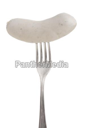 bayerische weisswurst auf einer silbernen gabel