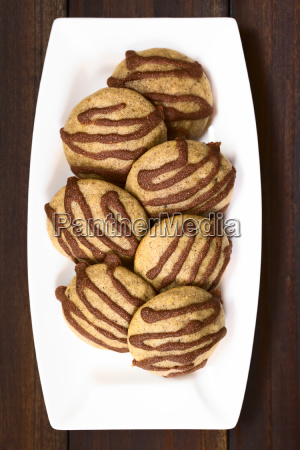 gingerbread cookies with cinnamon glaze