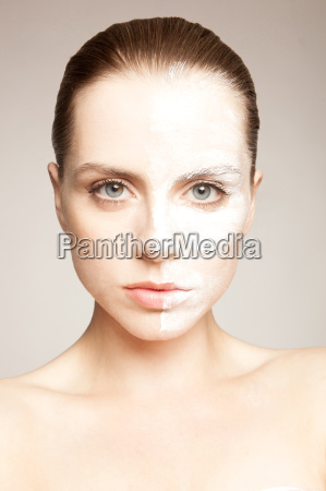 model with powder on one side