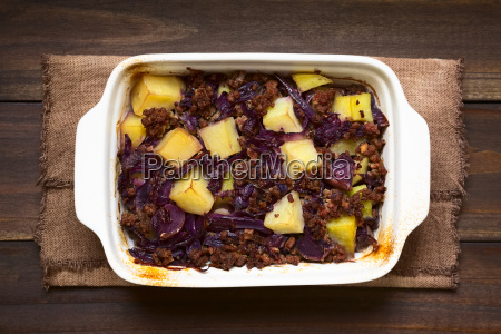 baked red cabbage mincemeat and potato