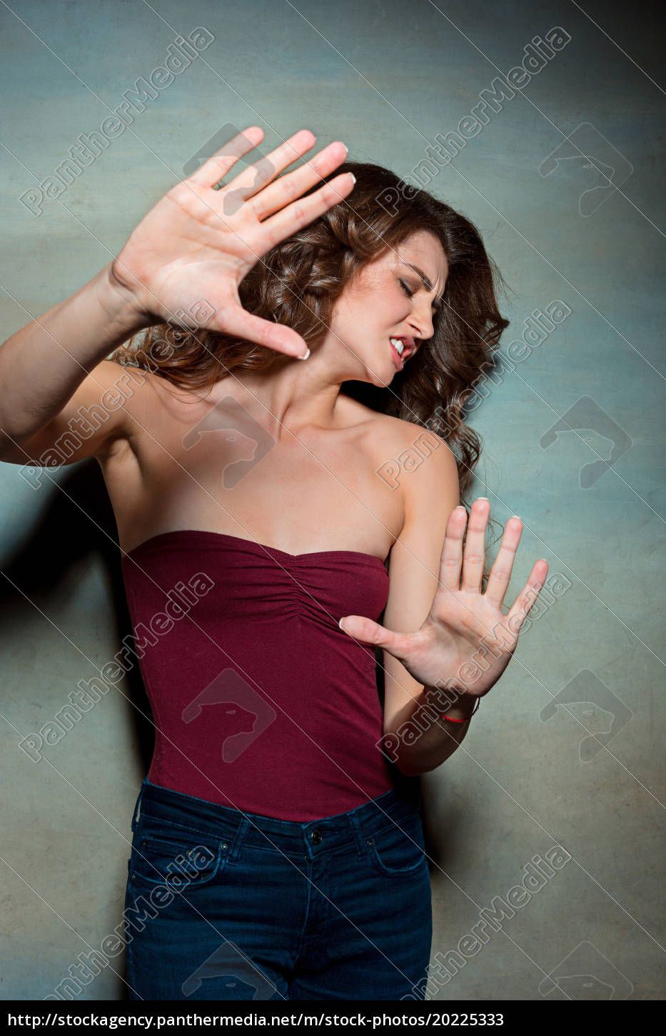 the, young, woman's, portrait, with, frightened - 20225333