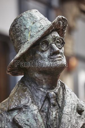 statue of james joyce oconnell street