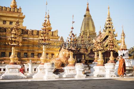 shwezigon pagoda nyaung u near bagan